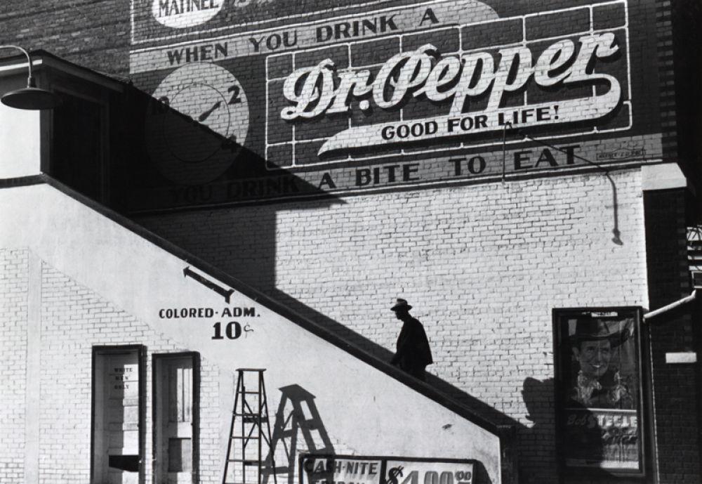 «Цветной» вход кинотеатра в Белзони, Миссисипи, 1939.