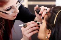 Красота по-украински: в Умани девушка чуть не лишилась зрения после процедуры в салоне красоты