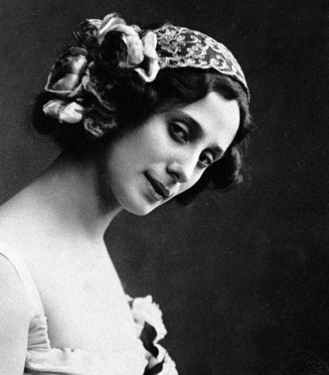 Наступает ХХ век и приносит с собой первую известность - балет