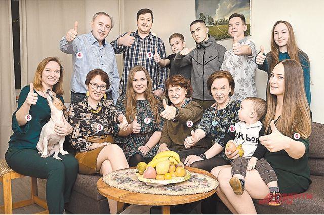 В каждом поколении Комляковых есть несколько преподавателей. Так было полвека назад (фото внизу), и так остаётся по сей день.