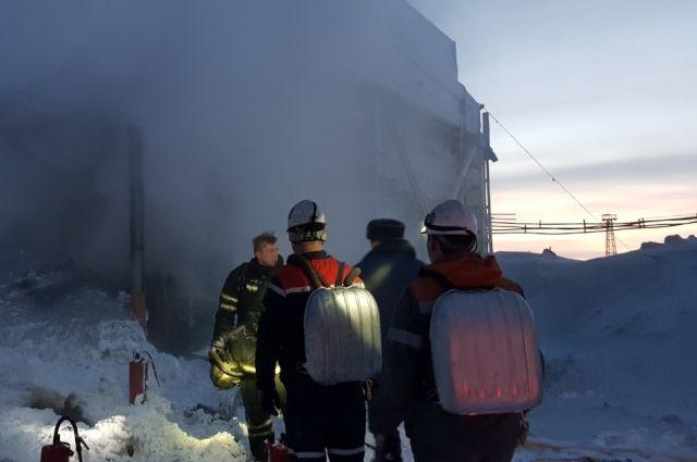 При пожаре на складе шахты «Заполярная-2» ожоги получили два человека.