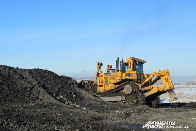 Из года в год Кузбасс добывает уголь опережающими темпами. В 2018-м дали на-гора 255,3 млн т, хотя планировали добывать 238 лишь к 2030 году.