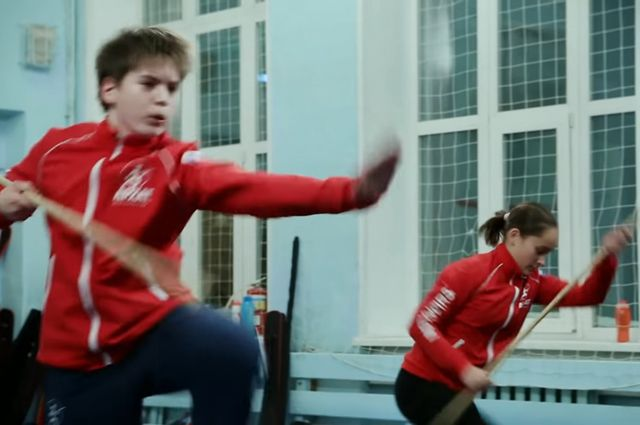 Юные спортсмены старательно выполняли приёмы —снимают же.