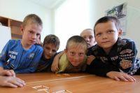Из 79 деревенских ребятишек 24 – ученики 5-11 классов. На учёбу их возят в Нижний Воч.