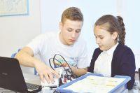 Юных конструкторов учат бесплатно.