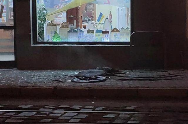 Во Львове на пересечении улиц Зеленой и Ивана Франко около 20:20 во вторник, 12 февраля, произошел взрыв в канализации.