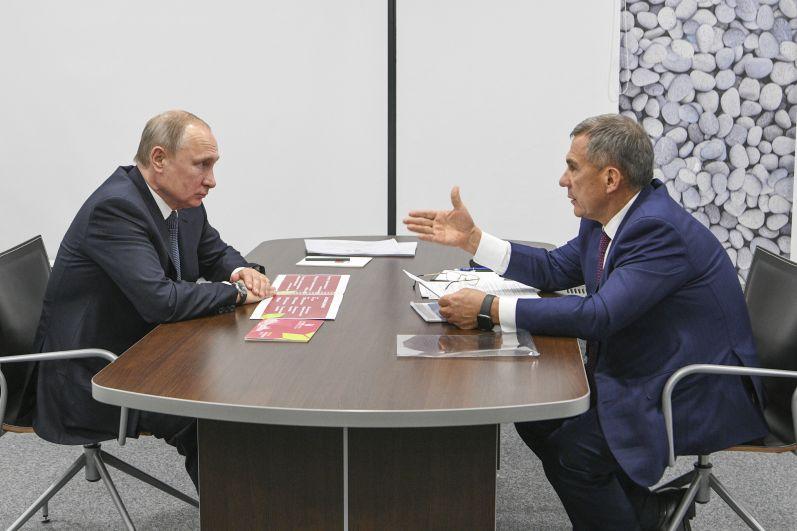 В ходе поездки Владимир Путин провел личную встречу с Рустамом Миннихановым, на которой глава республики пригласил президента РФ на открытие мирового чемпионата по профессиональному мастерству по стандартам WorldSkills.
