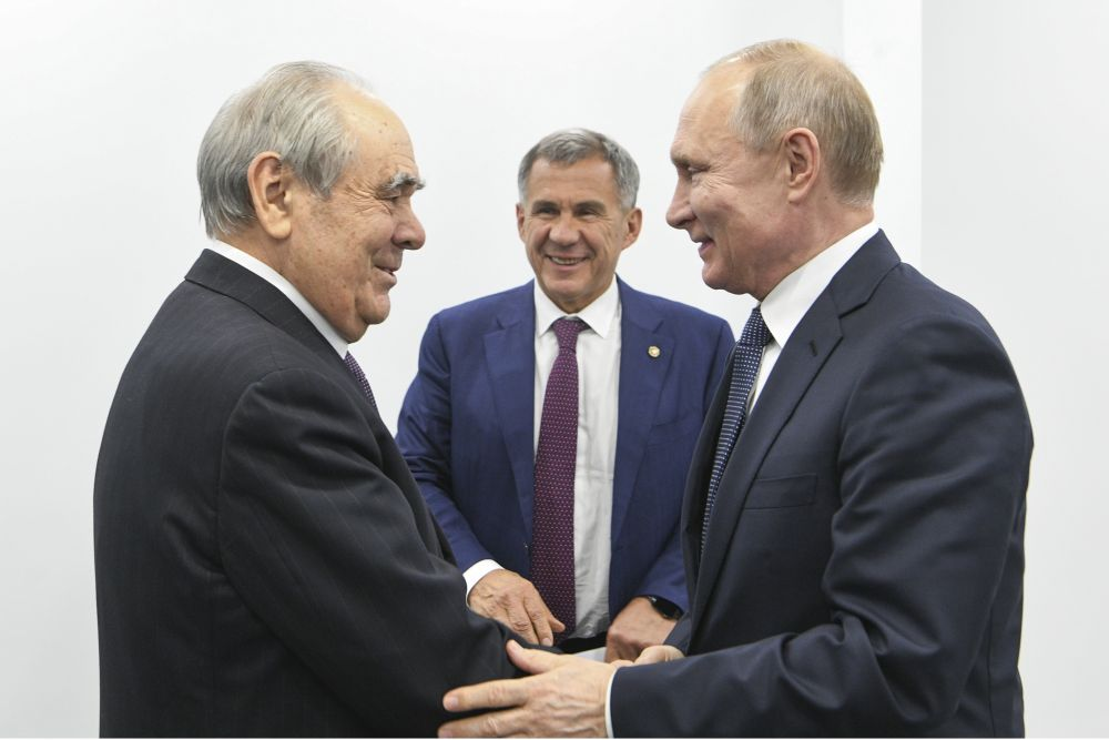 В ходе визита Владимир Путин встретился с первым президентом Татарстана, госсоветником РТ Минтимером Шаймиевым.