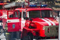 Когда приехали спасатели, горело внутри дома и на веранде.