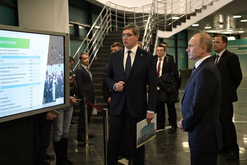 Глава минсвязи РТ сообщил, что ядром города является университет Иннополис, который по среднему баллу ЕГЭ среди поступающих абитуриентов занимает второе место среди технических вузов России и седьмое -  в рейтинге общих вузов.