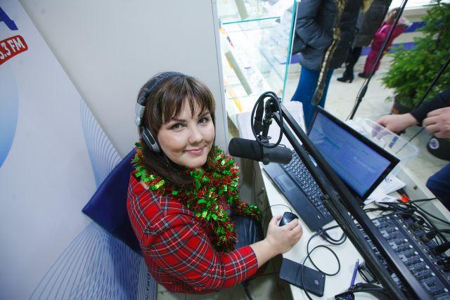 Мечта детства осуществилась - девушка работает на радио уже 15 лет.