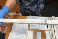 Мужчину, который пытался передать посылку, задержали сотрудники полиции, он даёт признательные показания. Изъятые материалы направили на экспертизу ОМВД России по Чердынскому району. Заведено уголовное дело.
