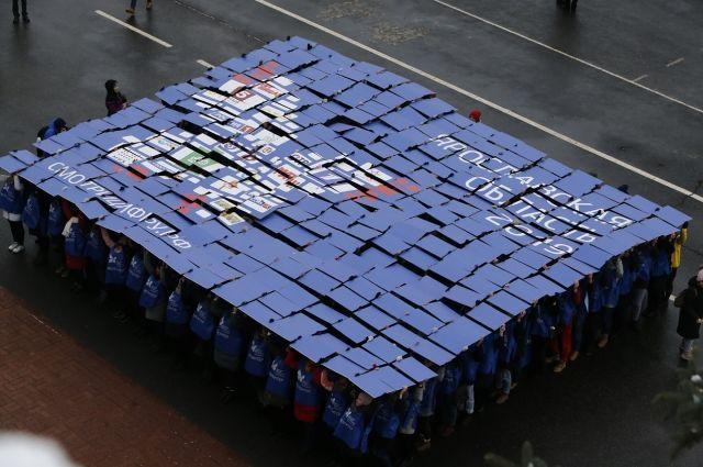 Волонтёры создали эмблему цифрового телевидения в форме бабочки с логотипами 20 федеральных телеканалов.