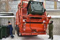 Если на контейнерной площадке есть мусор (в то время, когда там нет мусоровоза), значит, управляющая организация плохо выполняет свои обязанности.