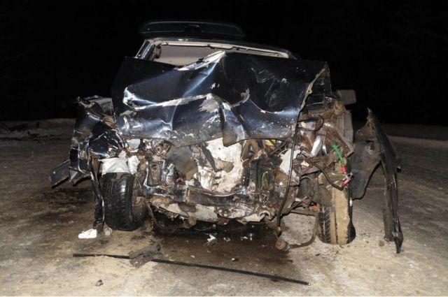 В результате ДТП погибла 18-летняя пассажирка Daewoo. Водитель иномарки, трое его пассажиров (девушки 17 и 18 лет, мужчина 36 лет), а также 22-летний водитель ВАЗа и е19-летняя пассажирка отечественного автомобиля получили травмы различной степени тяжести.