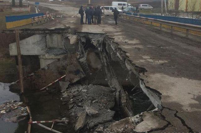 В Тернопольской области рухнул мост через реку