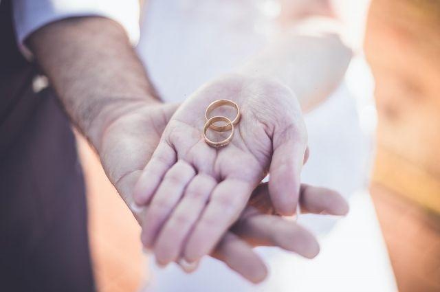 Традиционный ажиотаж в отделах ЗАГС отмечается в День всех влюбленных.