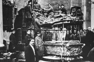 Вскрытие раки Александра Невского. 1922 г.