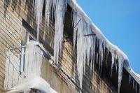 Тюменцев просят сообщать о сосульках на крышах