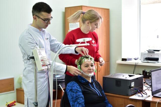 Добровольцы берут в поездки аппаратуру для диагностики.