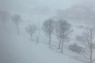 Также в регионе будет продолжительный снег и метель.
