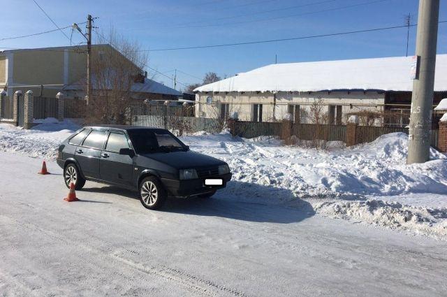 В Орске водитель «Ваза» сбил на обочине 14-летнюю школьницу