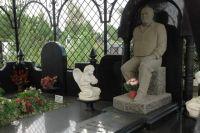 Одно из надгробий Северного кладбища Ростова-на-Дону