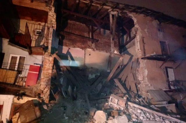 Во Львове в жилом доме рухнула стена
