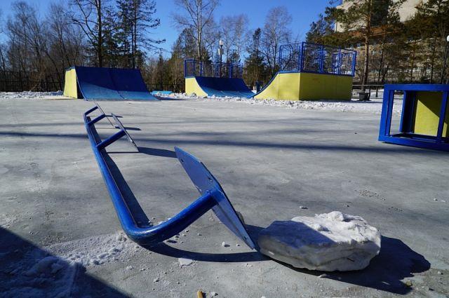 Вандалы устроили нападение на парк «Динамо» в Хабаровске.