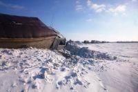 Под Бузулуком инспекторы ДПС вызволили «КамАЗ» из снежного плена