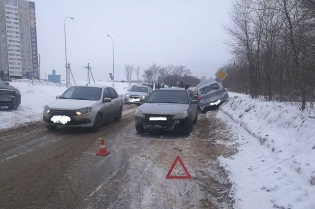 В Оренбурге в тройном ДТП на ул. Уральской пострадал человек