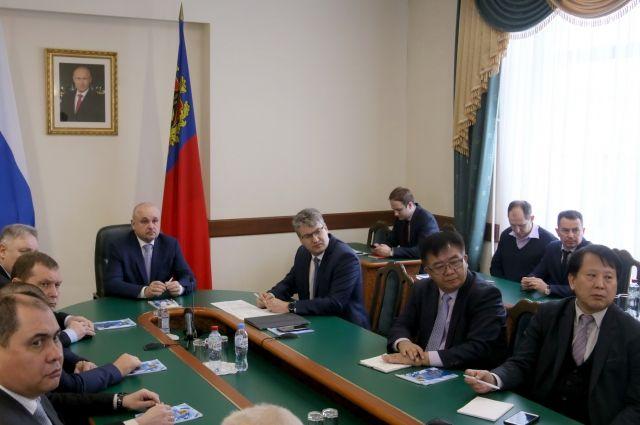 Губернатор отметил, что кузбасские власти заинтересованы в дальнейшем изучении корейских технологий.