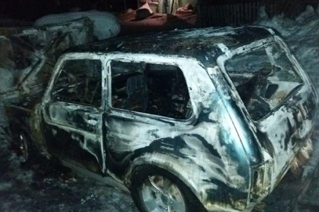 По предварительным данным, возгорание произошло из-за технической неисправности улов и агрегатов автомобиля.