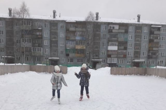 Каток во дворе - это то немногое, что делают жильцы, объединившись в товарищество собственников и недвижимости.