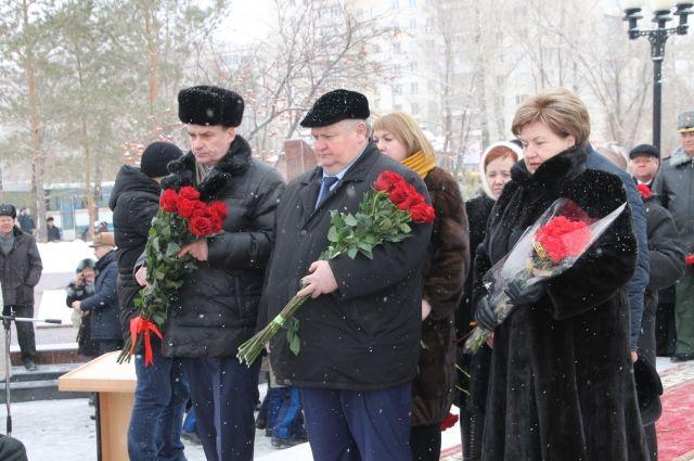 Оренбуржцы почтили память воинов-интернационалистов минутой молчания.