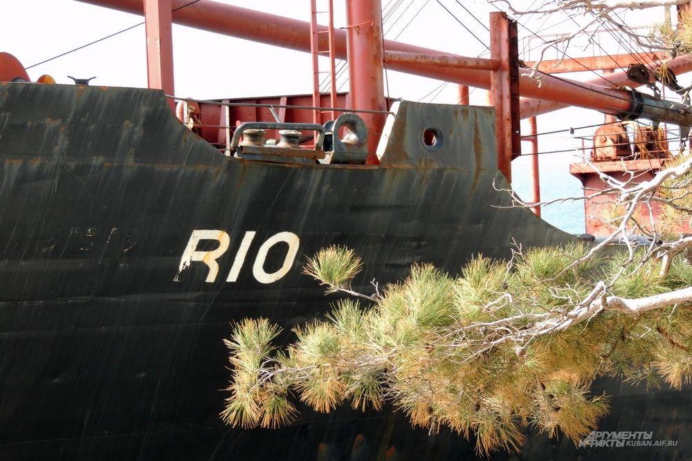 За 34 года жизни судна его название несколько раз менялось.