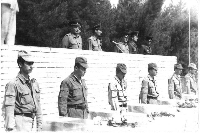 Гробы с телами шести сапёров, погибших 13 мая 1988 года, отправляют родителям.