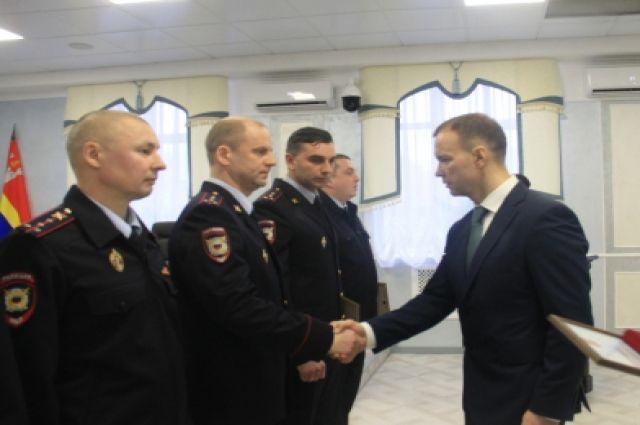 Полицейских Калининградской области наградили за отличную службу