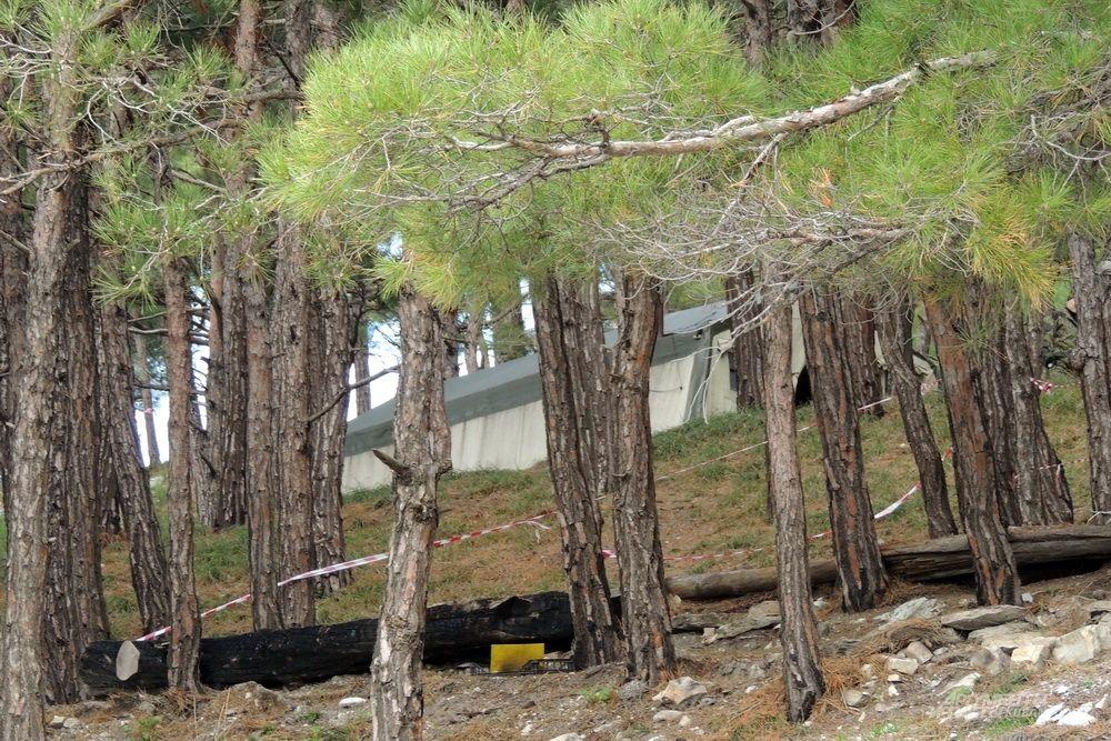 Палатка пограничников, которые наблюдают за иностранным судном.
