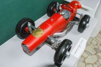 Гоночный болид Ferrari из швейной машинки