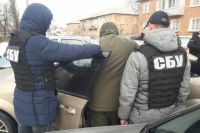 Правоохранители задержали офицера возле воинской части после получения всей суммы взятки.