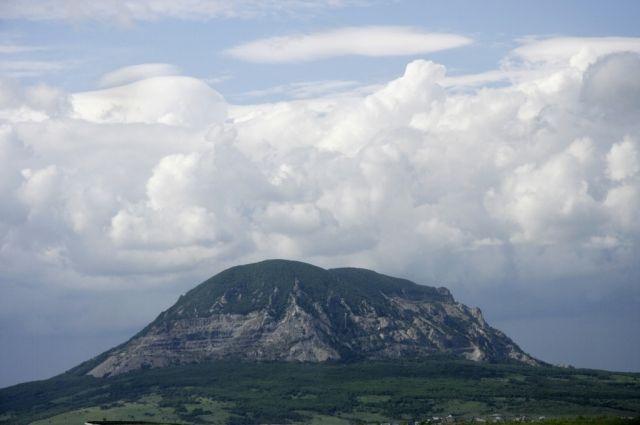 Западное подножие горы остаётся частью заказника.