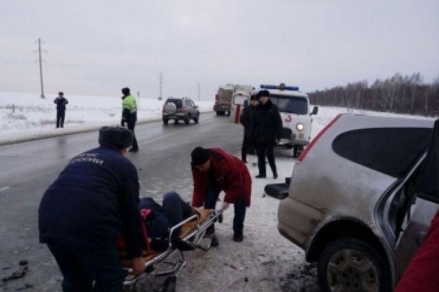 В результате дорожной аварии водитель иномарки погиб на месте.