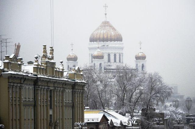 Москвичей в воскресенье ожидает сильный ветер и гололедица