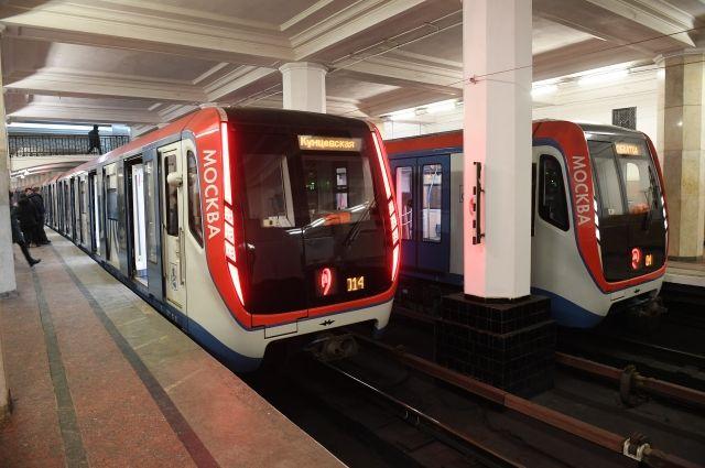 Движение нафиолетовой линии метро восстановили после падения пассажира напути