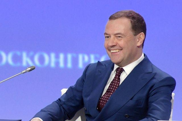 Медведев объявил, что вреализации нацпроектов должен участвовать бизнес