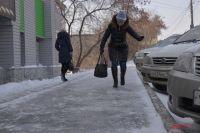 На дорогах могут образоваться накаты и снежные заносы.