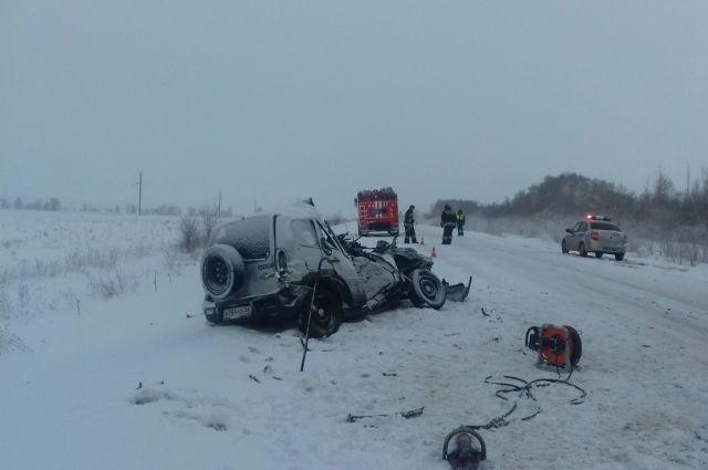 Под Бузулуком в ДТП с «КамАЗом» и Chevrolet погибли два человека