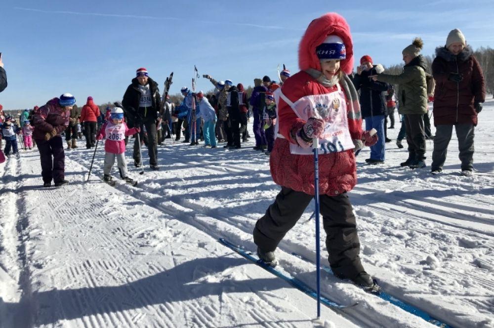 В «Лыжне России» принять участие могли все желающие старше пяти лет. Но в этом году и для маленьких участников в возрасте 3-4 лет в рамках лыжной гонки была проведена всероссийская акция «Отцовский патруль. Мы ГоТОвы».