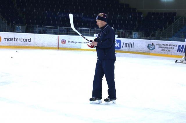 Хоккейную команду оренбургских «Сарматов» возглавил Артур Октябрев